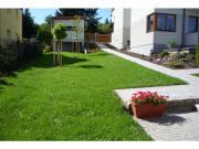 ...a ošetřit nový trávník proti dvouděložným plevelům